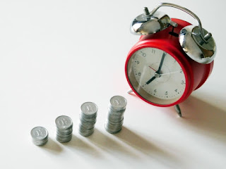 資産形成イメージ、時計とお金