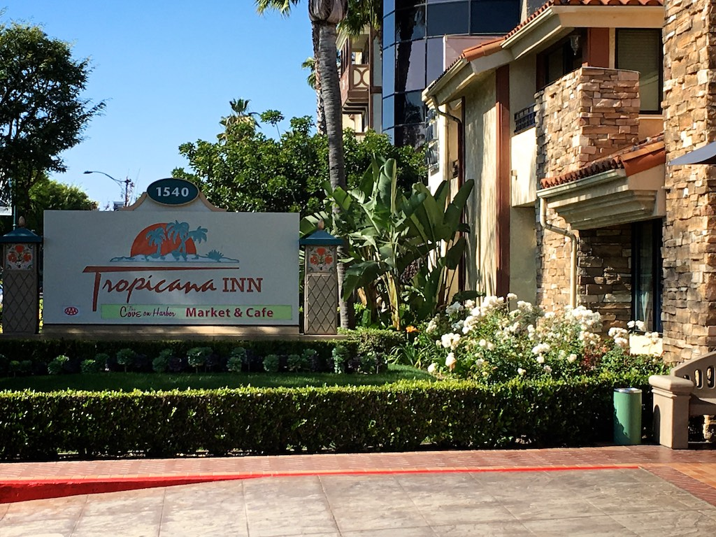 My Favorite Hotel That S Right Across The Street From Disneyland Is Tropicana Inn I Think It One Of Est Out Hotels