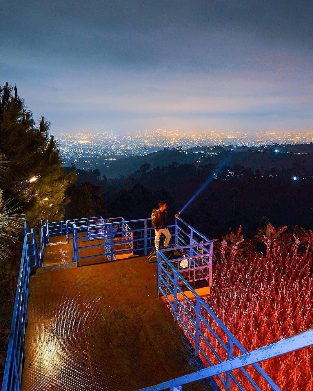 Menikmati Pemandangan Alam Puncak Bintang Bandung