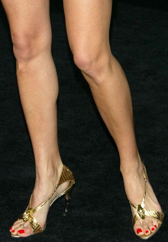 https://celebritygalaworld.blogspot.com/2012/02/angie-harmon-feet-legs-and-boobs.html