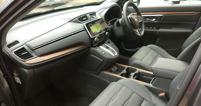 Honda CR-V Hybrid front cabin