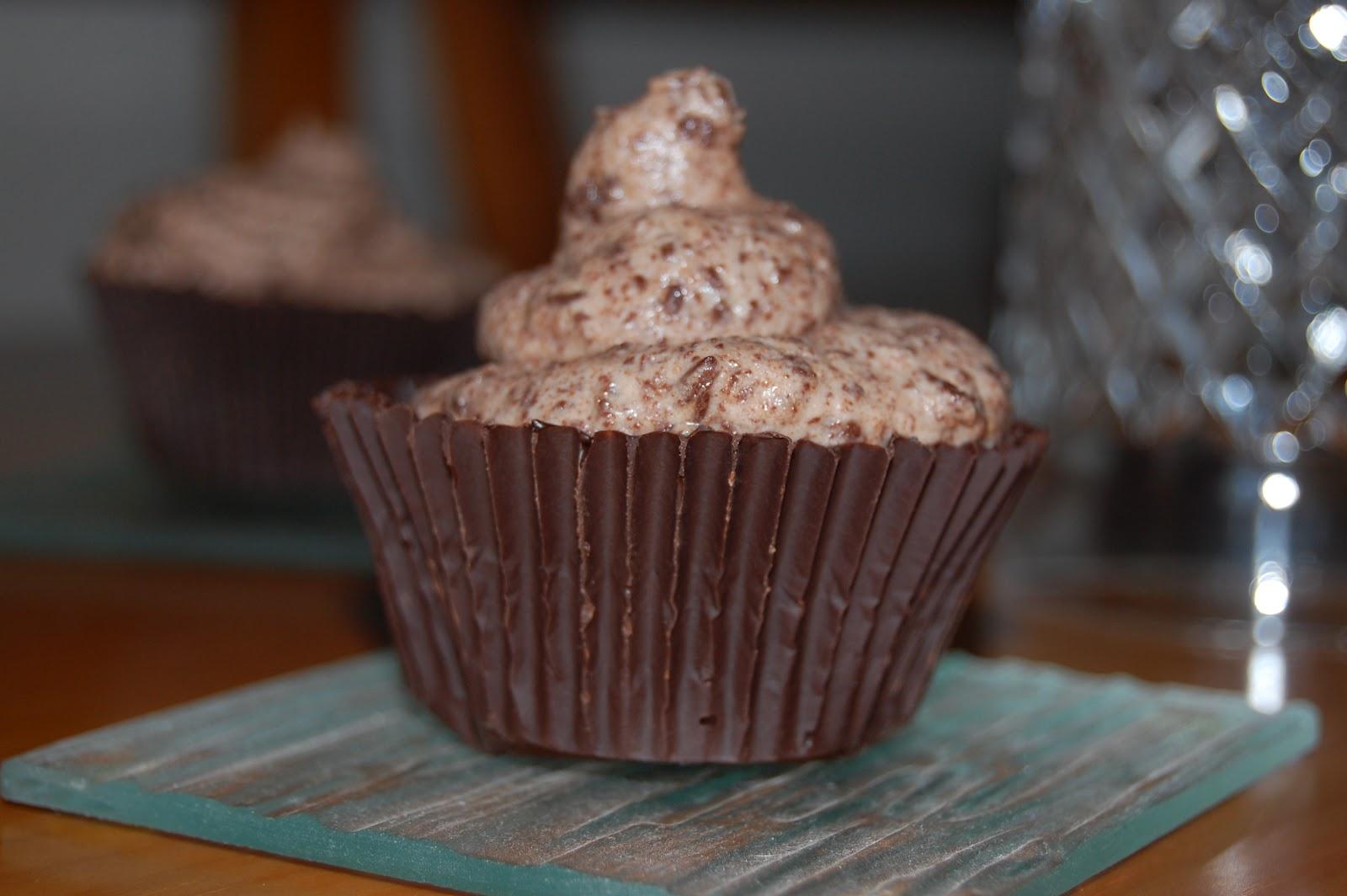 http://azucarenmicocina.blogspot.com.es/2012/06/falsas-cupcakes-de-chocolate.html
