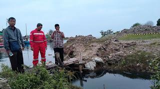 Air Sungai Hitam Pekat di Desa Majakerta Akibat Pipa Bocor EP Pertamina Balongan