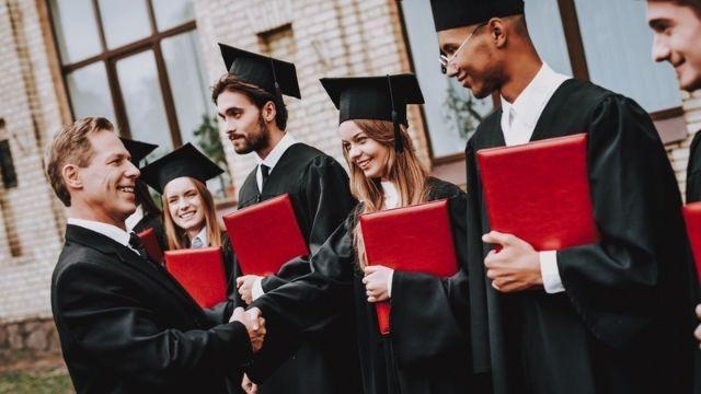 خطابات توصية باللغة الإنكليزية لأساتذة الجامعات