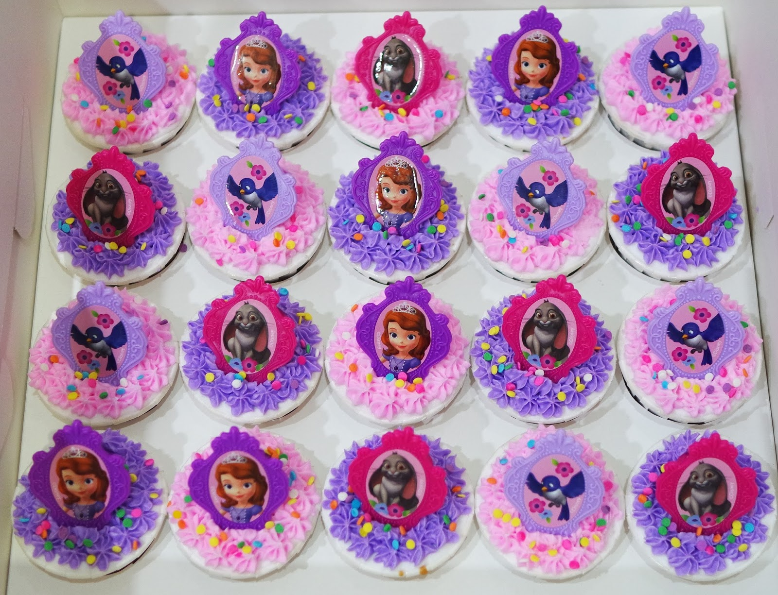 Cupcake Divinity: Sofia The First Cupcakes