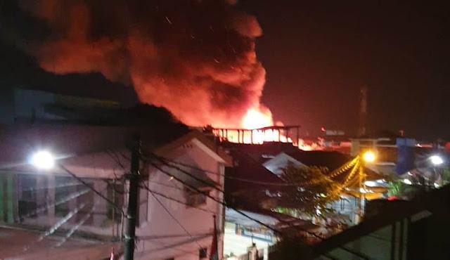 FPI Bnatu Warga Musibah Kebakaran