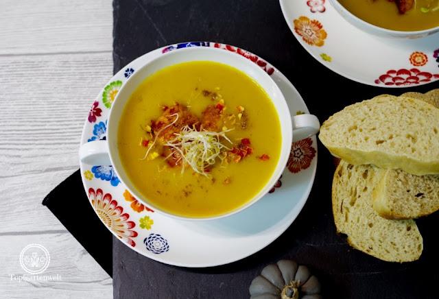 einfache schnelle Kürbissuppe Butternuss Butternut mit Kokosmilch Sprossen und Garnelen - Foodblog Topfgartenwelt