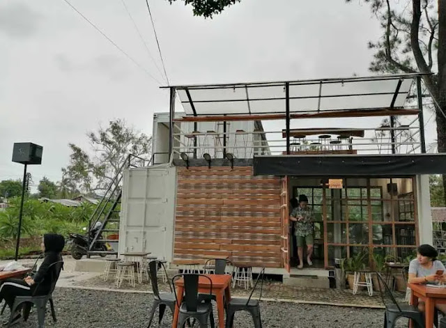Gaya hidup dan kebutuhan orang akan tempat santai seiring waktu kian meningkat. Tak heran, banyak tempat nongkrong atau coffee shop maupun cafe di Banjarbaru bermunculan.