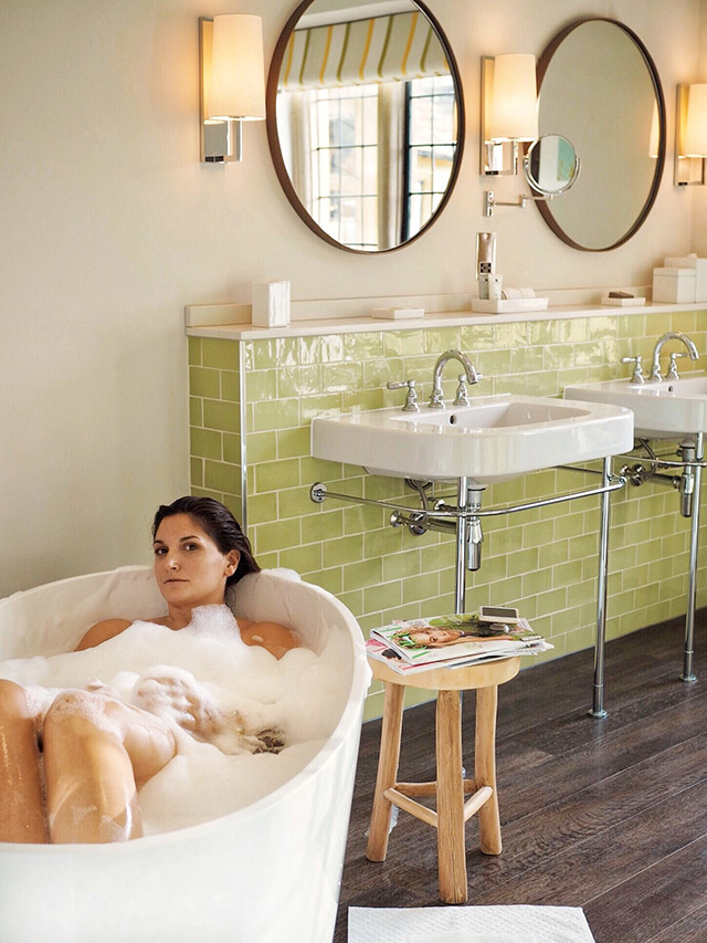 Foxhill Manor bathtub