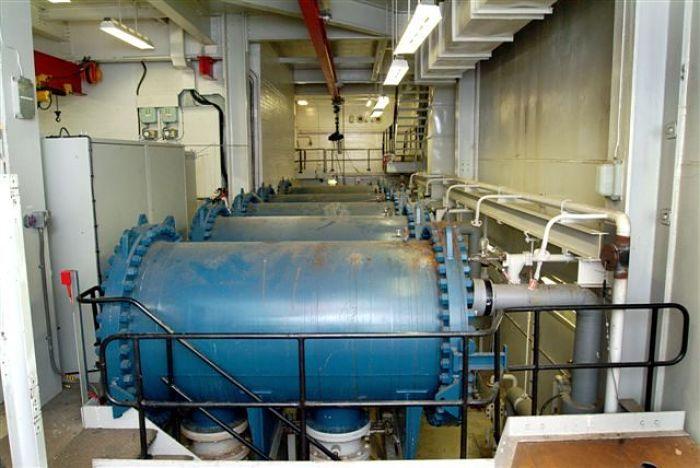 Reactores de flujo pistón ubicados en paralelo en una fábrica