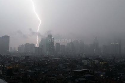 Viral Atap Gerbang Tol Weleri Roboh Usai Diterjang Angin Puting Beliung