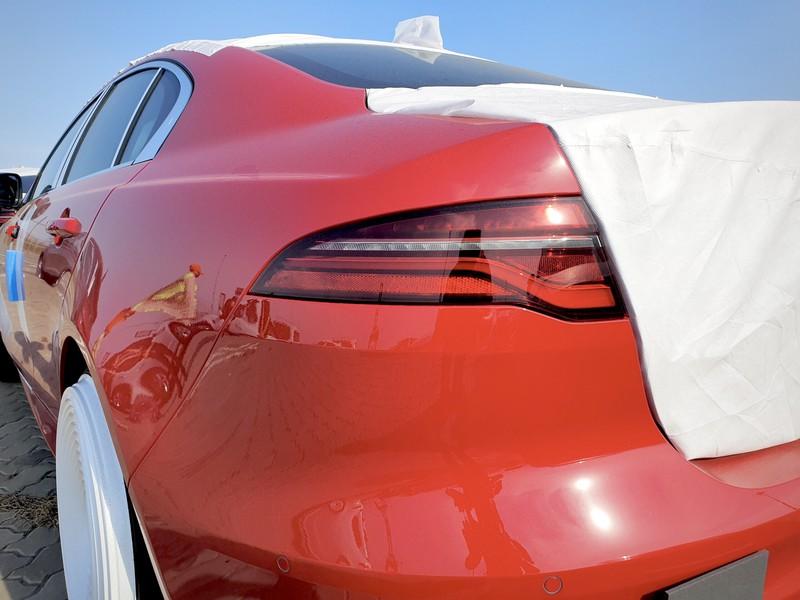 Cận cảnh Jaguar XE mới sắp được ra mắt