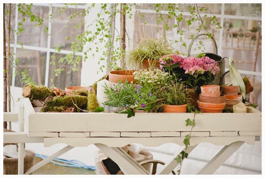 An Exquisite English Country Garden Spring Wedding The
