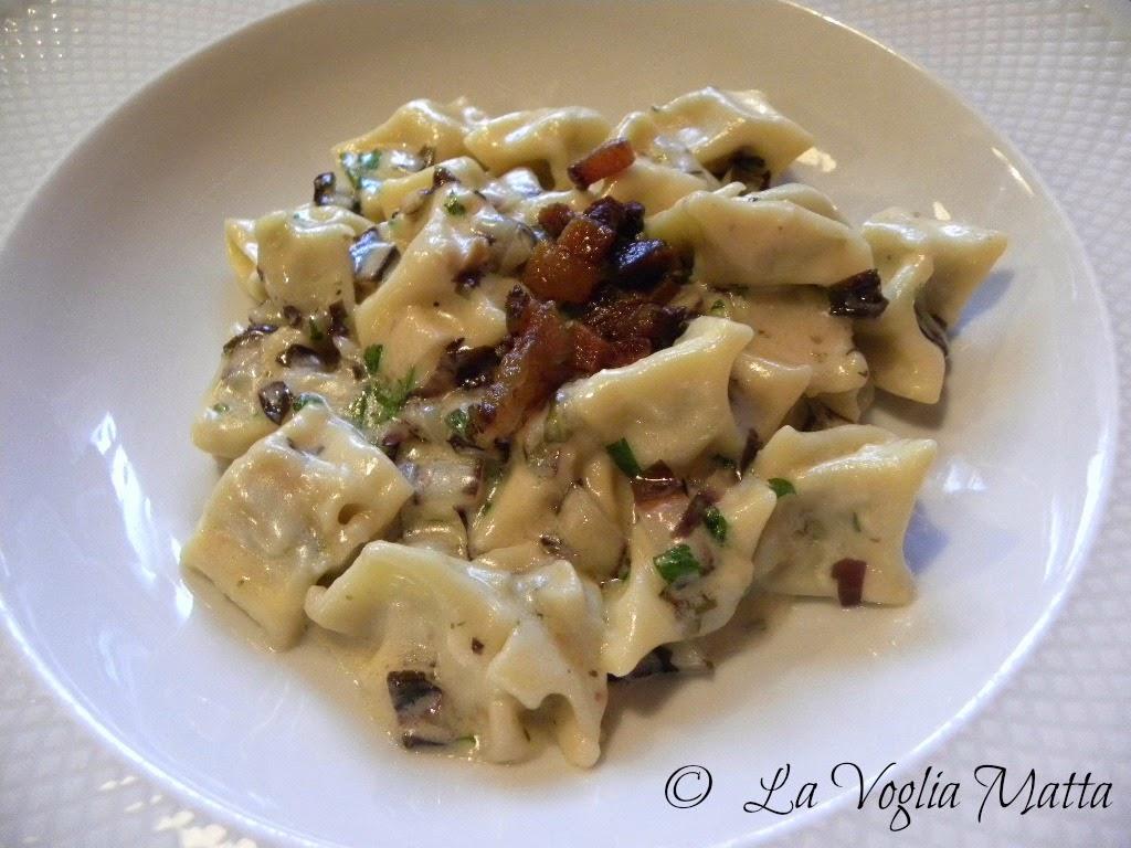 """""""slikrofi""""(una sorta di ravioli)   con formaggio erborinato stagionato francese (Fourme de Montbrison)"""