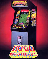 Fotografía con la máquina recreativa Arcade de SNK: Ikari Warriors (1986)