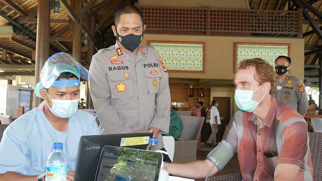 Kapolres Lombok Barat lakukan pemantauan untuk Mensukseskan program vaksinasi