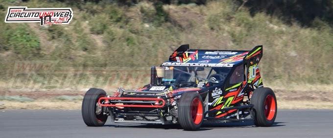 Miguel Arce trabaja en el auto de Bernabé Osa