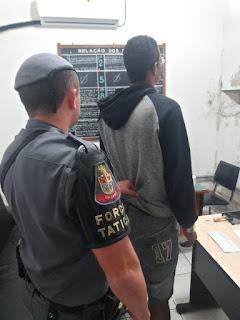 POLÍCIA MILITAR PRENDE HOMEM COM GRANDE QUANTIDADE DE DROGAS EM REGISTRO-SP