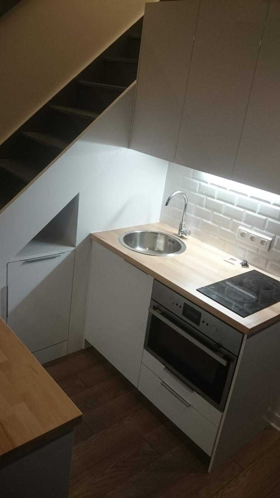 cuisine sous escalier | brok n deco