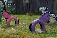caballos con neumaticos reciclados