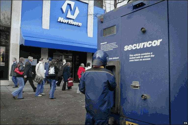 perampokan sebuah institusi contohnya museum atau bank Daftar 5 Kasus Pencurian Terbesar Di Dunia