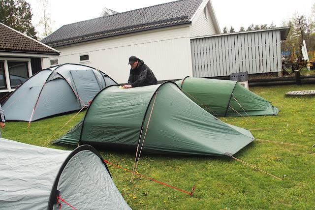 Rengör tältet före applicering av UV-skydd