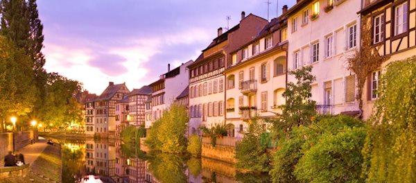 Pour votre voyage Strasbourg, comparez et trouvez un hôtel au meilleur prix.  Le Comparateur d'hôtel regroupe tous les hotels Strasbourg et vous présente une vue synthétique de l'ensemble des chambres d'hotels disponibles. Pensez à utiliser les filtres disponibles pour la recherche de votre hébergement séjour Strasbourg sur Comparateur d'hôtel, cela vous permettra de connaitre instantanément la catégorie et les services de l'hôtel (internet, piscine, air conditionné, restaurant...)
