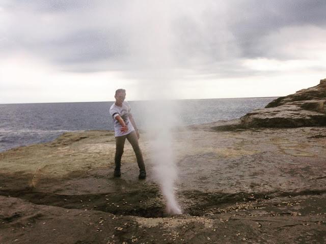 foto air mancur alami di pantai klayar pacitan