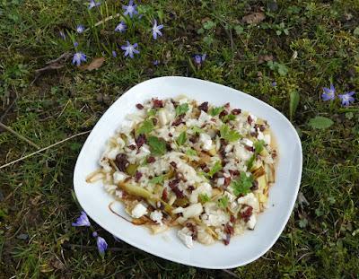 Süß-sauer marinierter Lauch mit Ziegenkäse und Cranberries