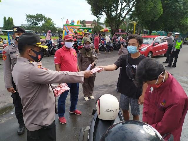 Satgas COVID Kabupaten Batang Tingkatkan Operasi Yustisi dan Bagikan Masker