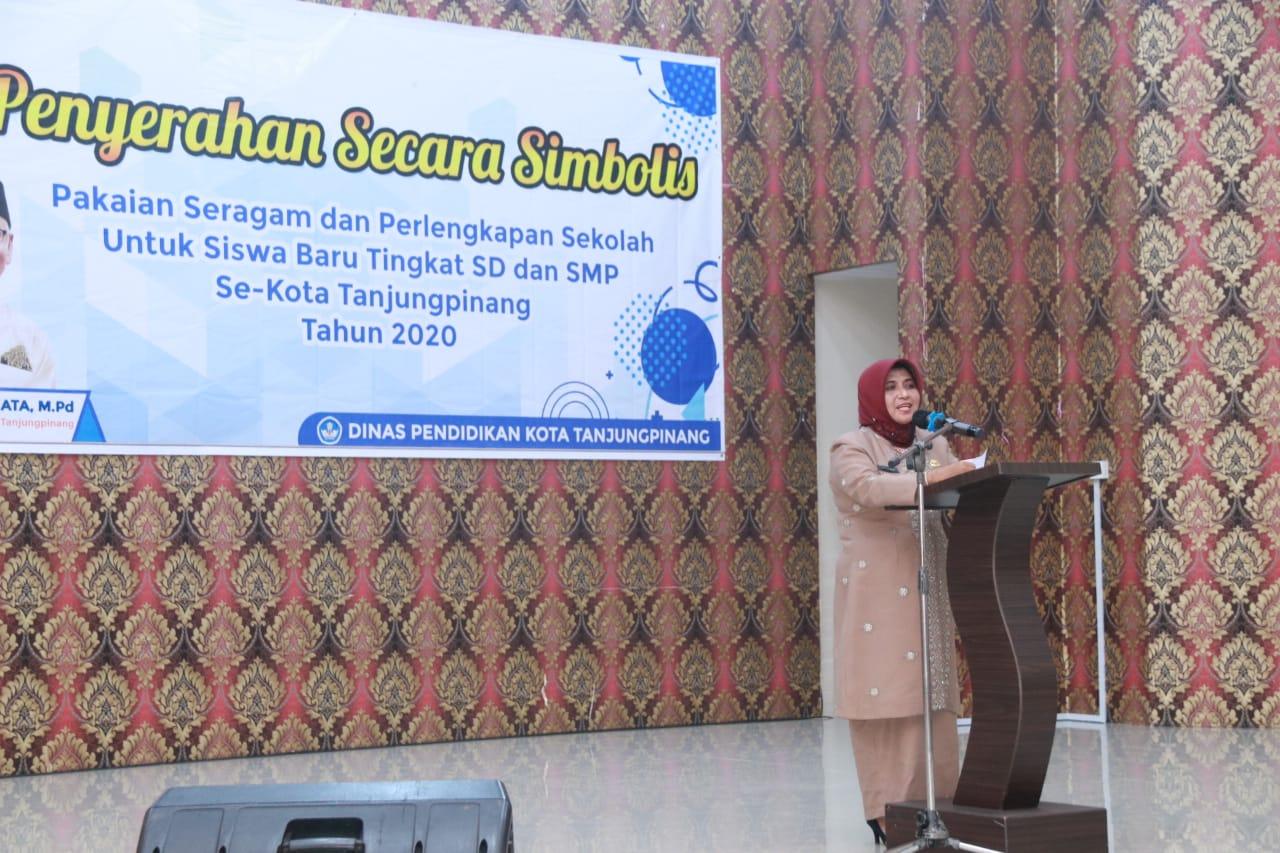 7.385 Siswa SD dan SMP Tanjungpinang Terima Perlengkapan Sekolah Gratis