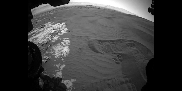 This view captures Curiosity's current work area where the rover continues its campaign to study an active sand dune on Mars. This site is part of the Bagnold Dunes, a band of dark sand dunes along the northwestern flank of Mars' Mount Sharp. This image was taken on Jan. 20, 2016, during the 1,229th Martian day, or sol, by Curiosity's front hazardous avoidance camera. Credits: NASA/JPL-Caltech