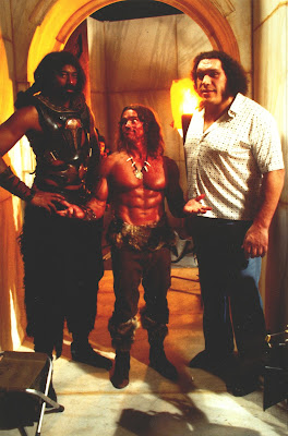 Arnold standing next to Wilt and André