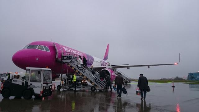 Flughafen Memmingen - Wizzair-Maschine nach Kutaissi