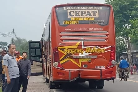 Kecelakaan Di Ngawi, Pengemudi Motor Tabrak Body Belakang Bus