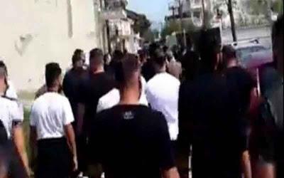 Ρομά διώχνουν «μετανάστες» που μένουν στον Δενδροπόταμο.