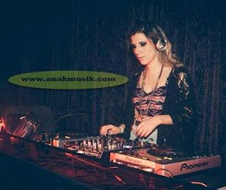 7 DJ Cantik Terkenal Di Dunia