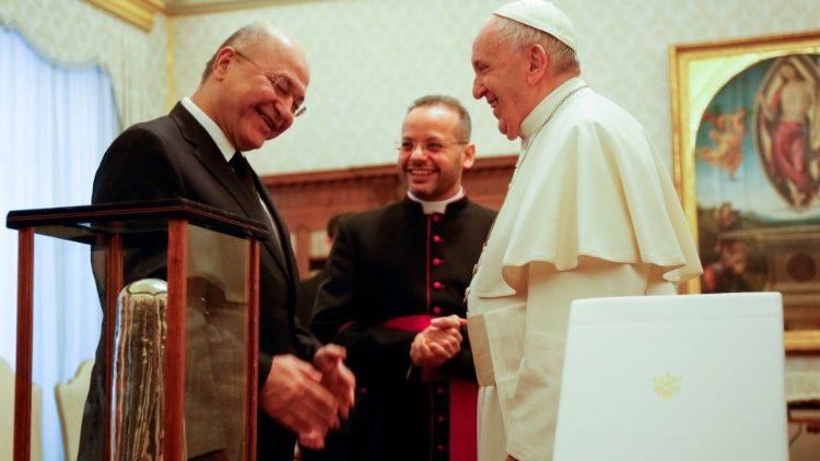 Paus Fransiskus Lakukan Kunjungan Bersejarah Perdana ke Irak