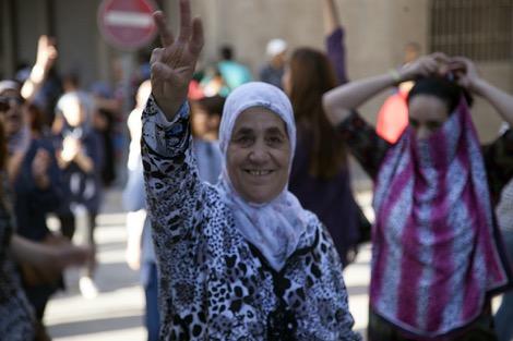 والدة الزفزافي تقصد فرنسا للعلاج .. وناصر: لقاؤنا في العالم الآخر