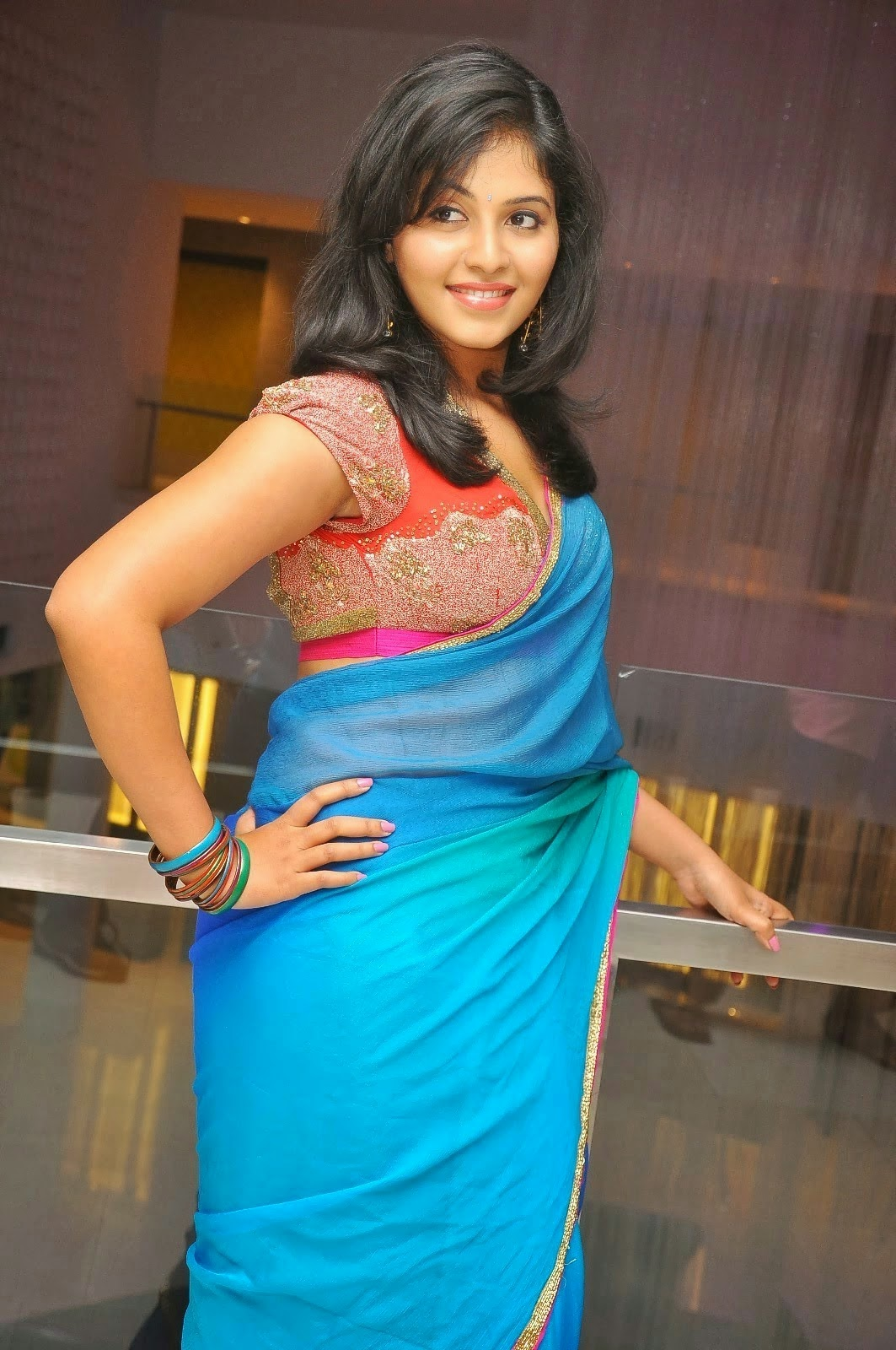 Actress Anjali Hot In Blue Backless Saree Blouse Photos ...