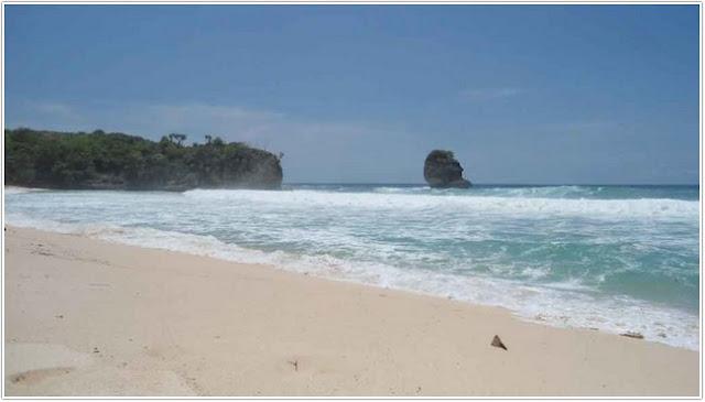 10 Top Destinasi Wisata Blitar;Pantai Pudak