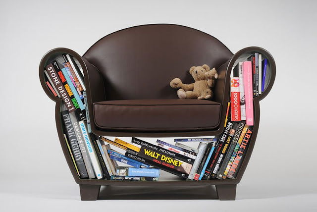 Kursi untuk meletakkan buku