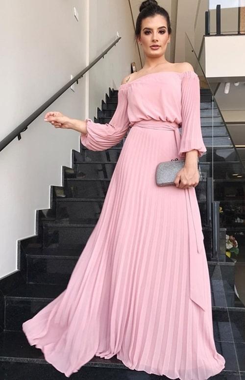vestido de festa longo rose plissado com decote ombro a ombro e manga longa