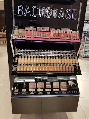 Dior Backstage Collection display in Panama's Airport - www.modenmakeup.com