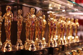 De donde proviene el nombre de la estatuilla del Oscar. Porque se llama Oscar la estatuilla de estos famosos premios de la academia.