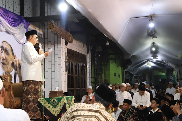 """Rasanya Baru Kemarin"" Puisi Kerinduan Menteri Agama untuk Mbah Maimoen Zubair"
