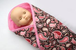 http://littleabbeepatterns.blogspot.com/2014/03/tutorial-easy-baby-doll-blanket.html