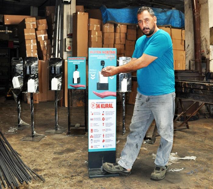 Sancaktepe'den Almanya'ya binlerce dezenfektan otomatı ihraç etti