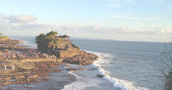 wisata pantai tanah lot bali