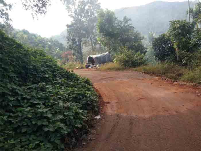 Highway Construction delayed in forested areas on hilly areas; The Congress held a protest rally